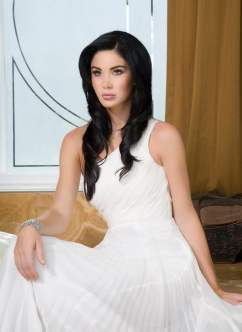Jayde Nicole - White dress