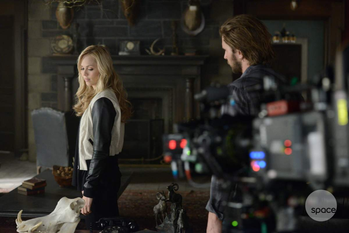 Laura Vandervoort and Greyston Holt