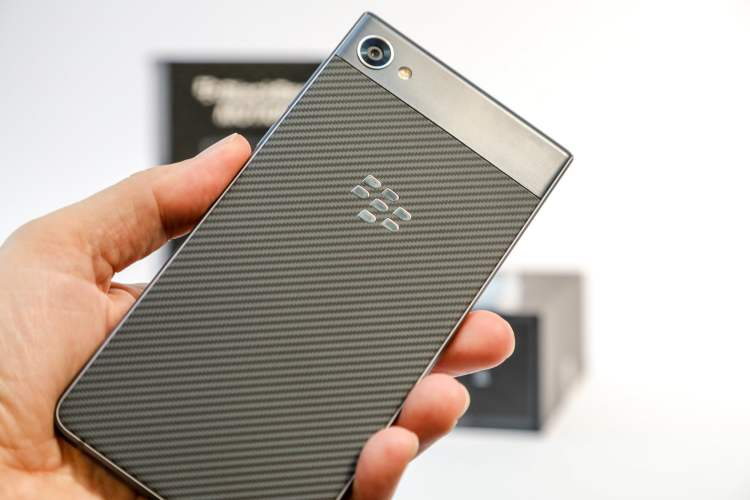 BlackBerry Motion - Back