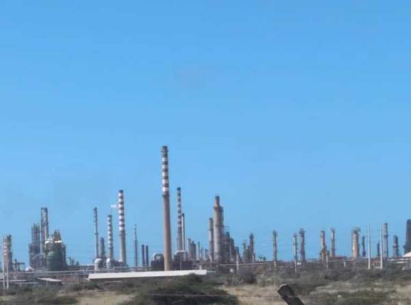 Paralyzed operations in Venezuela refineries