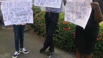 Photo of Chief Magistrate, Her Two Children Storm Cross River Gov's Office To Protest Non-payment Of 2-yr Salary + Photos