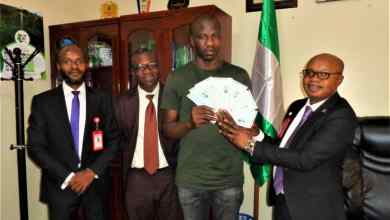 Photo of EFCC Hands Over Recovered N67.5m To Victim In Enugu