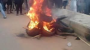 Mob Set Ablaze Suspected Kidnapper In Agege
