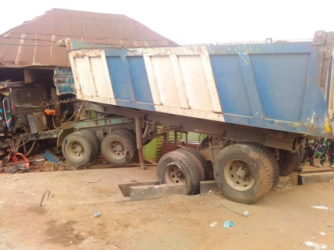 Truck Crushes Mother, Her Daughter, Okada Rider To Death Infront Of Their House In Ijebu Ode