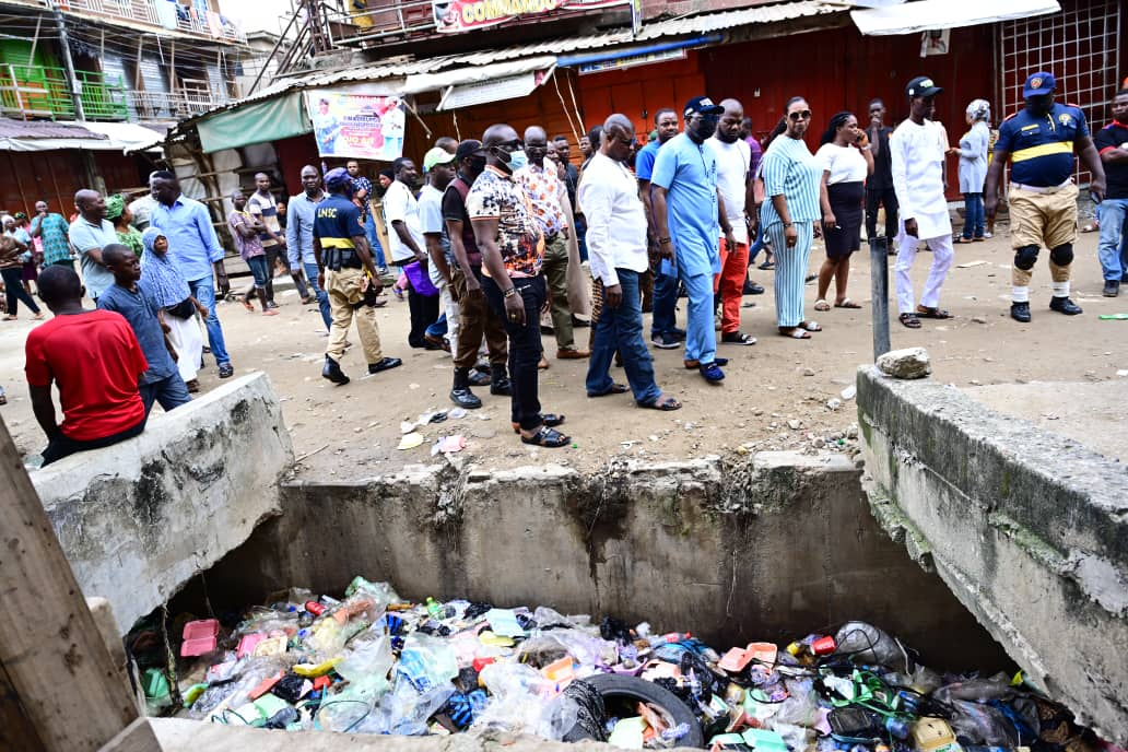 Oshodi-Isolo Council Boss Condemns Indiscriminate Dumping Of Refuse In Marcarthy Market