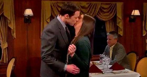 The Big Bang Theory Sheldon and Amy kiss