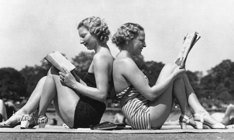 women reading books in the summer