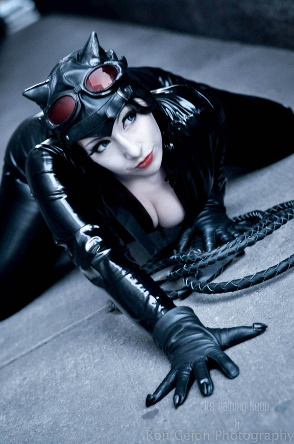'Catwoman stretching' cosplayed by It's Raining Neon