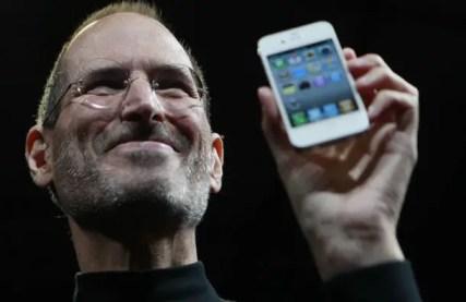 steve-jobs-reveals-the-iphone-4