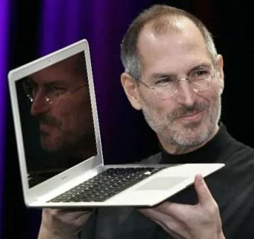 Steve Jobs unveils macbook air