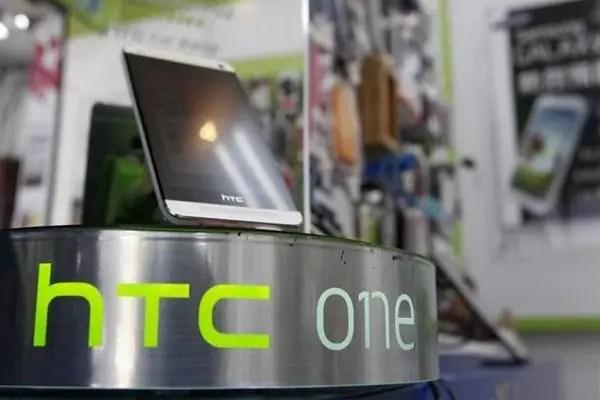 htc-one-stand