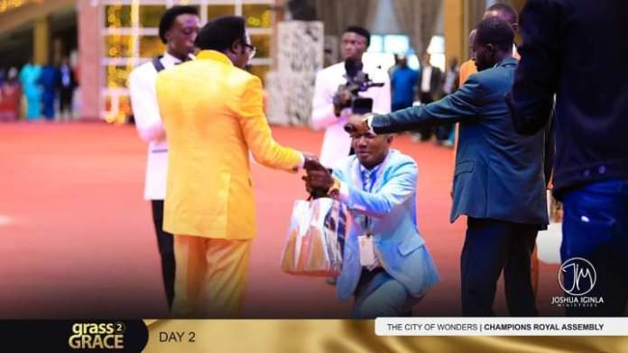Excitement As Joshua Iginla Gifts A Pastor ₦1.8 Million To Clear His Debt