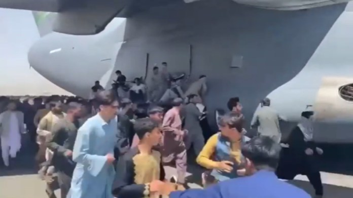 BREAKING: Hundreds Of Afghans Flood Tarmac As US Planes Takes Off In Kabul [VIDEO] - #Afghanistan
