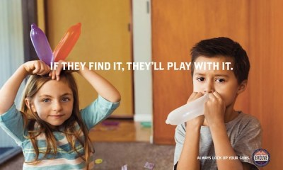 Kondomla oynayan çocuklar