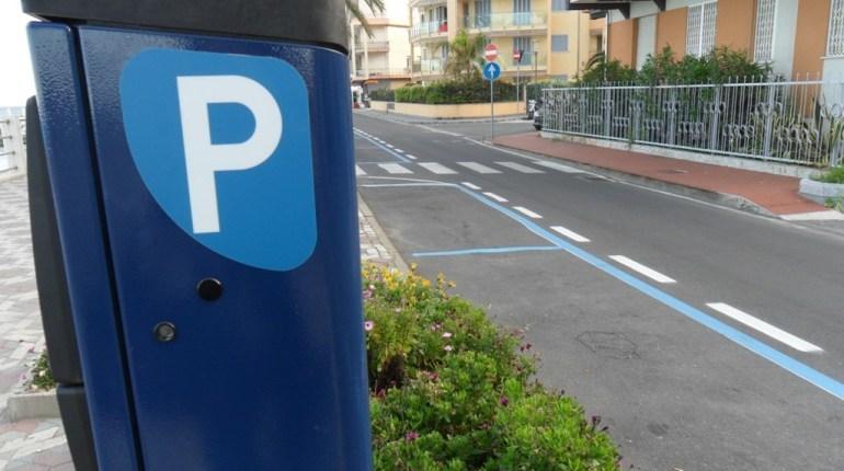 strisce - blu - TheGiornale.it