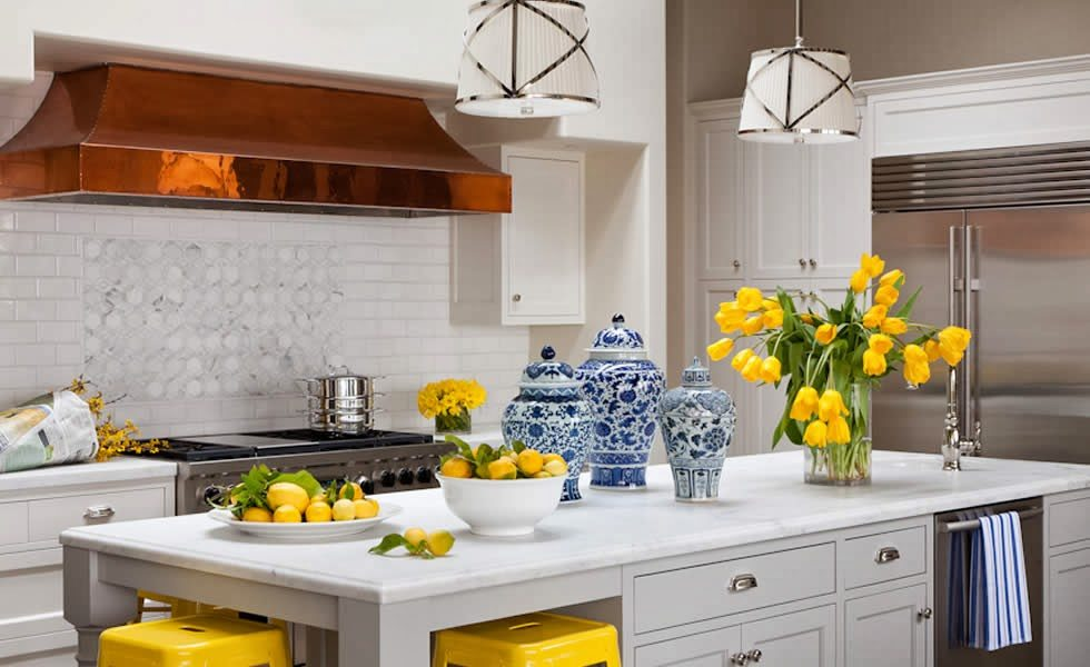 25 classic white kitchens with blue white accessories for Blue yellow kitchen