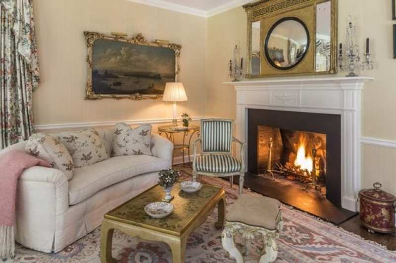 connecticut-chintz-living-room-traditional