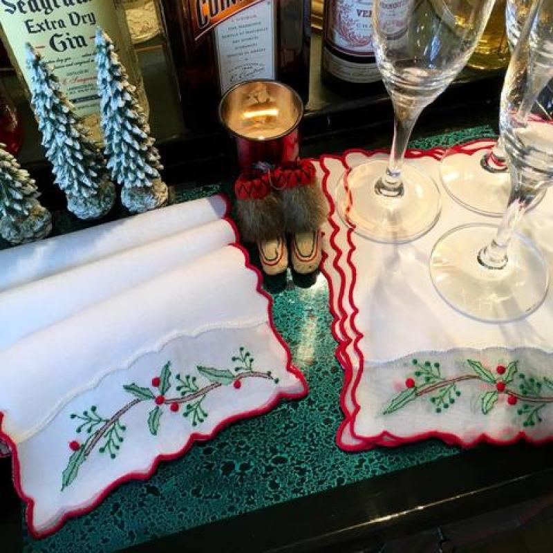 cocktail-napkins-leron-linens-christmas-holly-berry-patricia-altschul-luzanne-otte