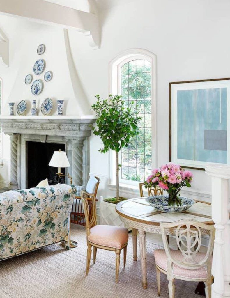 french-tudor-montecito-mark-sikes-blue-white-plates-chintz-lee-jofa-althea-hollyhock