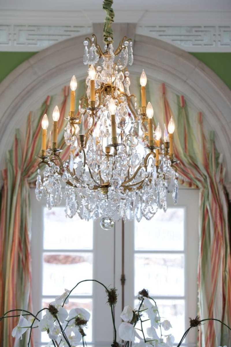 ogden-codman-jr-olmsted-chinoiserie-wallpaper-crystal-chandelier-kentucky-southern-lee-robinson