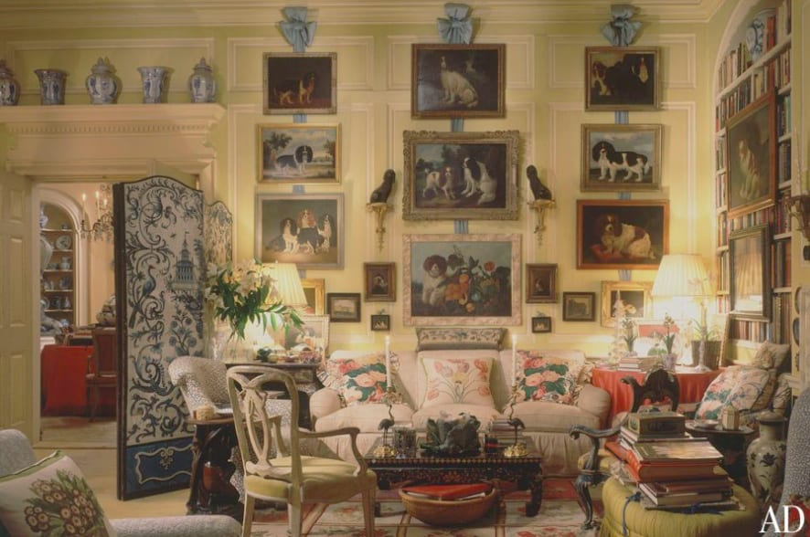 08e6bc5c8c4f mario-buatta-architectural-digest -bows-dog-art-gallery-wall-blue-white-chinese-porcelain-living-room