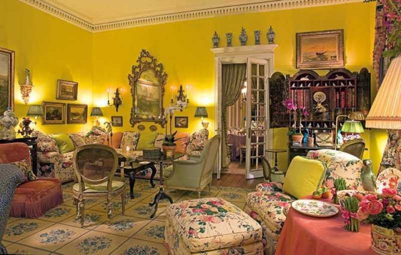 mario-buatta-living-room-yellow-lee-jofa-spring-flower-chintz