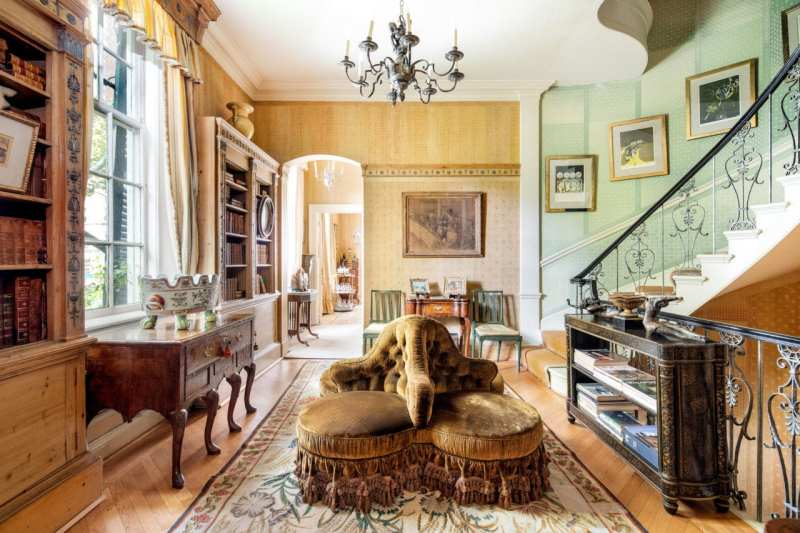 second-floor-landing-1-sutton-place-for-sale-new-york-tette-et-tette-ottoman