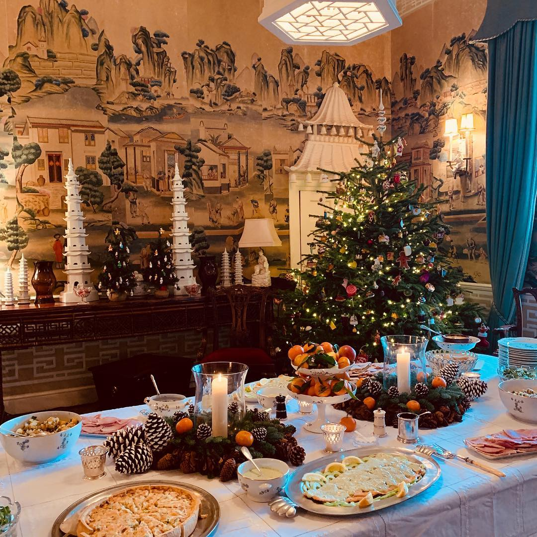Traditional English Christmas Dinner.English Christmas Dinner Beautiful Elegant Dining Room