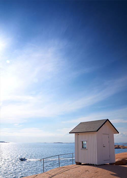 Small fishing shack on the cliffs - Photo Jonas In