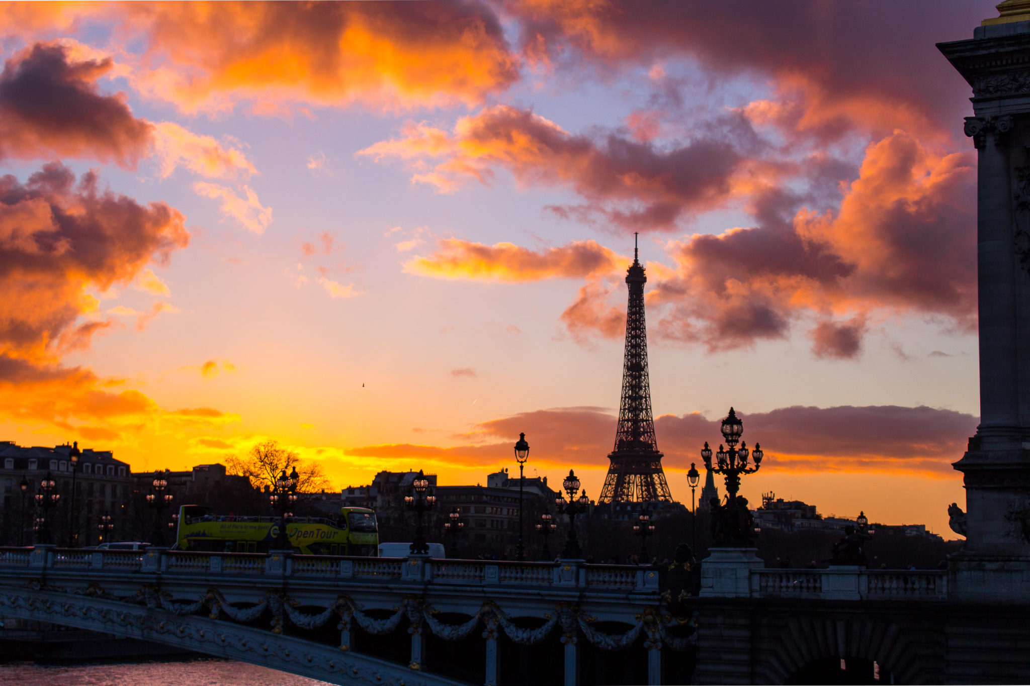 Sunset-over-Pont-Alexandre-The-Glittering-Unknown-5.jpg