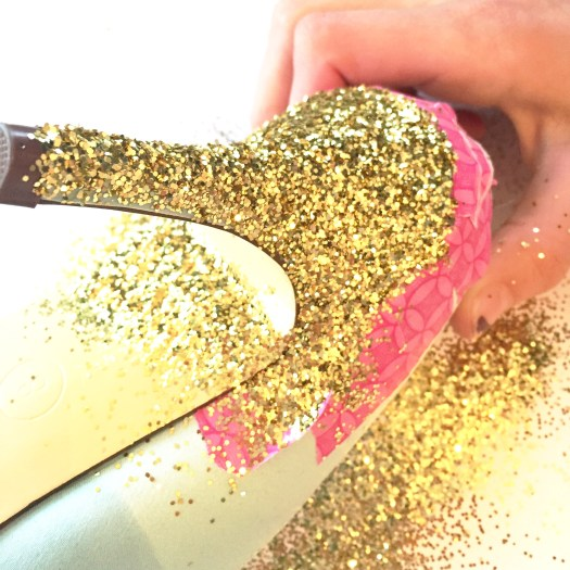 how to glitter your shoes, DIY craft, easy crafts, new years outfit, fancy glitter shoes, glittered heeled shoes, how to glitter,