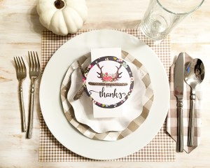 10 darling Thanksgiving printables for your table.