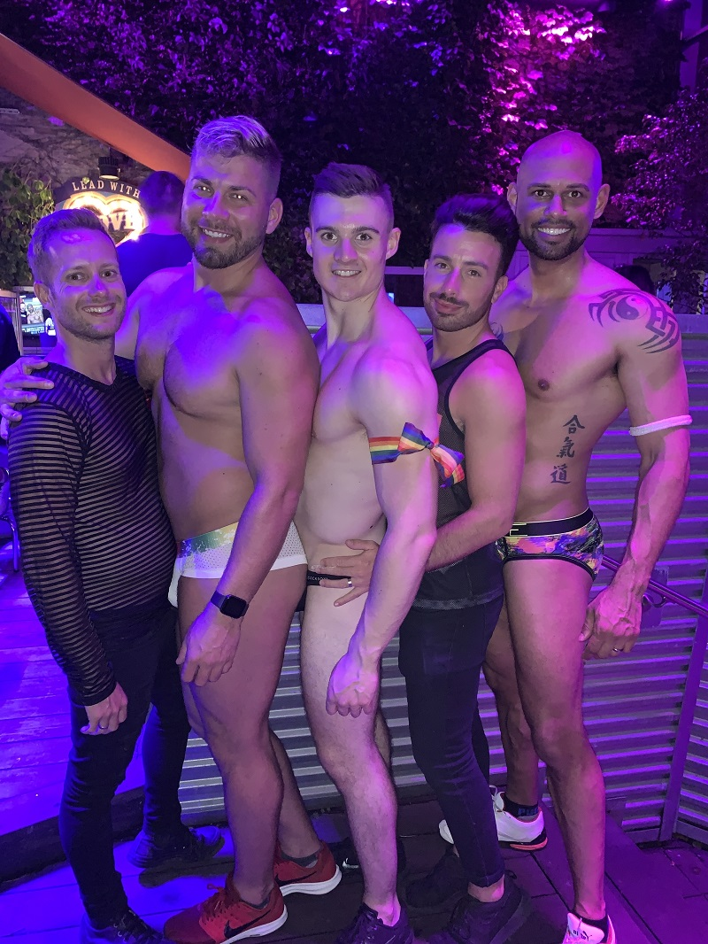 Gay chicago guide: Chicago gay bar sidetrack