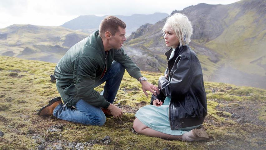 """Sense8 1x12 """"I Can't Leave Her"""""""