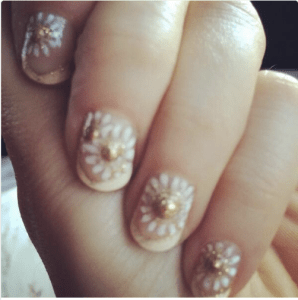 Zooey Deschanel Nails Golden Globes 2014 TheGoldenStyle