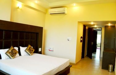 Hotel-The-Great-Ananda-deluxe-room