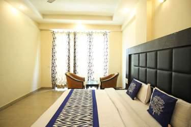 Deluxe-double-room-hotel-great-ananda-haridwar