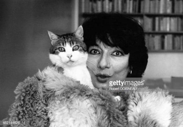 Portrait of French actress Judith Magre with her cat, 1981 in France. Robert Doisneau