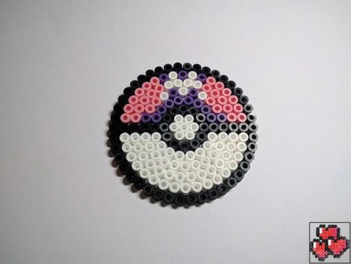 masterball-sous-bock-pokemon-pixelart-pixelcraft-pixelbeads-perlerbeads-perlerart-hama-hamabeads-hamasprites-artkal-artkalbeads-fusebeads-retro-gaming-sprite-design-tutoriel-pattern
