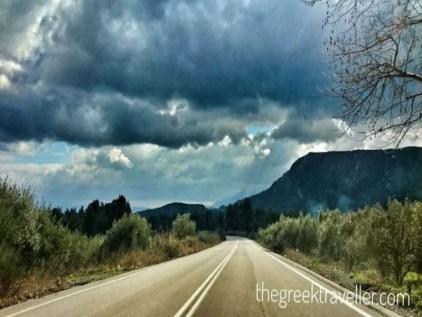 Προς Προκόπι, από Λίμνη Ευβοίας, στο βάθος το όρος Κάνδήλι