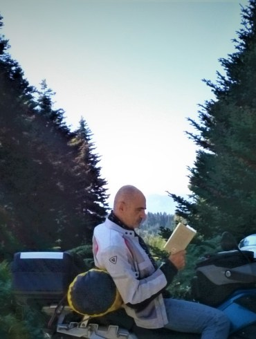 «Μάνη & Ρούμελη», Πάτρικ Λη Φέρμορ, «Ταξιδιωτικά», Ανδρέας Καρκαβίτσας, «Το ελληνικό καλοκαίρι», Ζακ Λακαριέρ, «Η σπηλιά του Πρόσπερου», Λόρενς Ντάρρελ, Ελλάδα, ταξιδιωτικά βιβλία, Ρούμελη, Μάνη, Κρήτη, Κέρκυρα, Κράβαρα, Πόρος, Στερεά Ελλάδα
