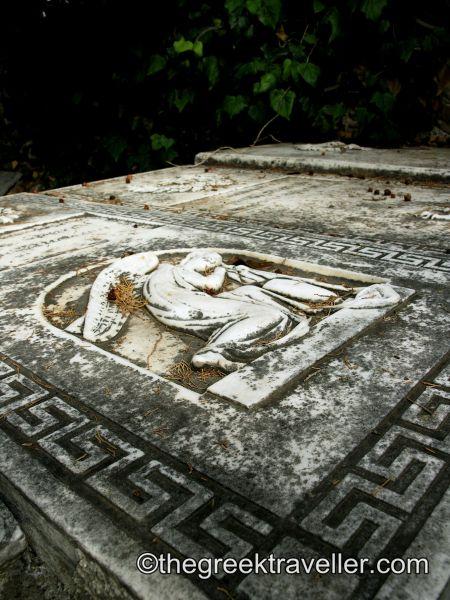 Ροβιές, Νεκροταφείο, Εύβοια