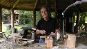Daan de Leeuw - vakman, professioneel houtbewerker en eigenaar TheGreen Circle - Workshops in de Natuur