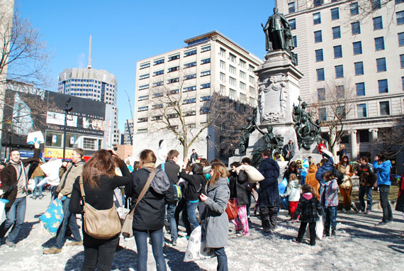 pillow-fight-day_montreal-2013_06
