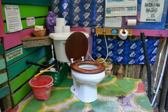 17_Hedonisia-Hawaii_eco-hostel_eco-toilet