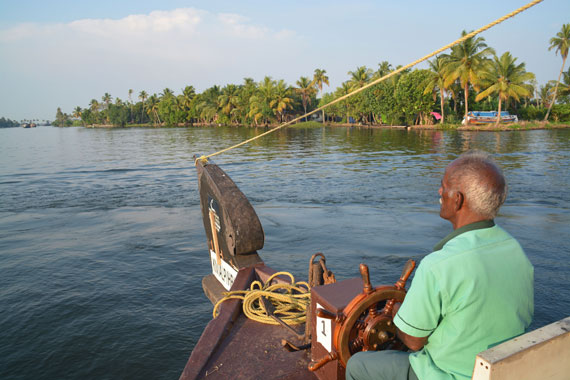 03-Sunset_Kerala-Blog-Express_Backwaters-Alappuzha_Houseboats-Lakes-and-Lagoons