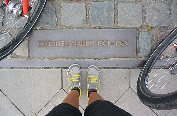 get-your-guide_food-bike-tour-berlin_02
