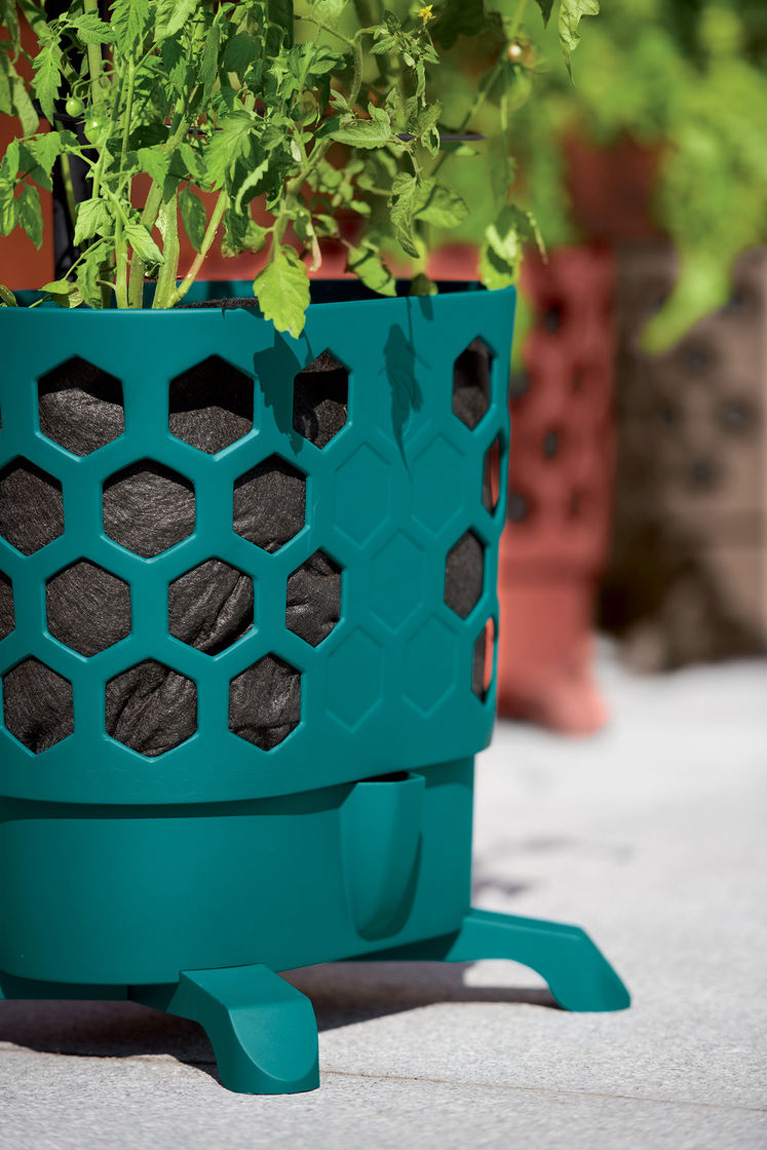Gardeners Revolution Self Watering Tomato Planter With