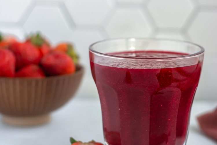 beetroot detox smoothie in a glass jar