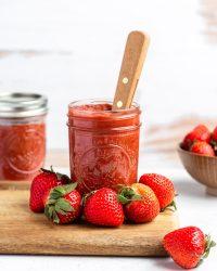 strawberry rhubarb jam in a mason jar